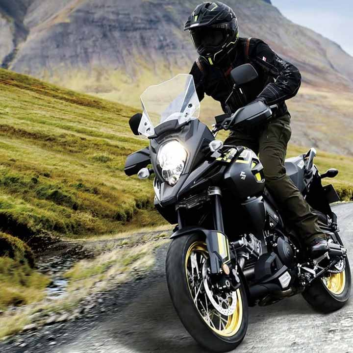 """By adding the new design concept """"Tough Gear"""" to the existing """"Wild and Smart"""", the new V-Strom 1000XT now has an updated look, mainly in the upper cowling, in kin to its 645cc brother bringing the V-Strom family together. Suzuki's original """"Beak"""" style has been further emphasised by making it a straight line from the tip to the top of the tank, expressing the DNA from the DR-BIG and the desert racer DR-Z."""