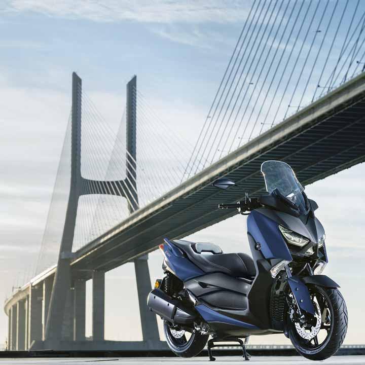 Yamaha XMAX 400   Streetbike